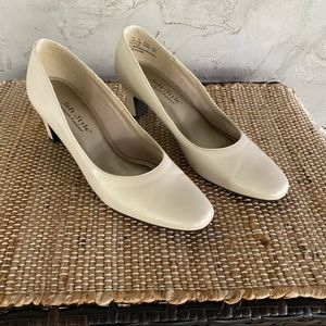 Soft Style Ladies High Heel Dress Shoes
